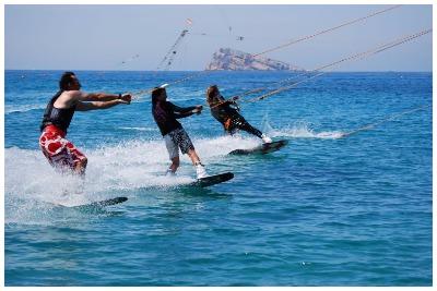کیبل اسکی کیش | تفریحات آبی کیش| گشتانو: رزرو تفریحات آبی کیش|گشتانو:گردشگری در کیش