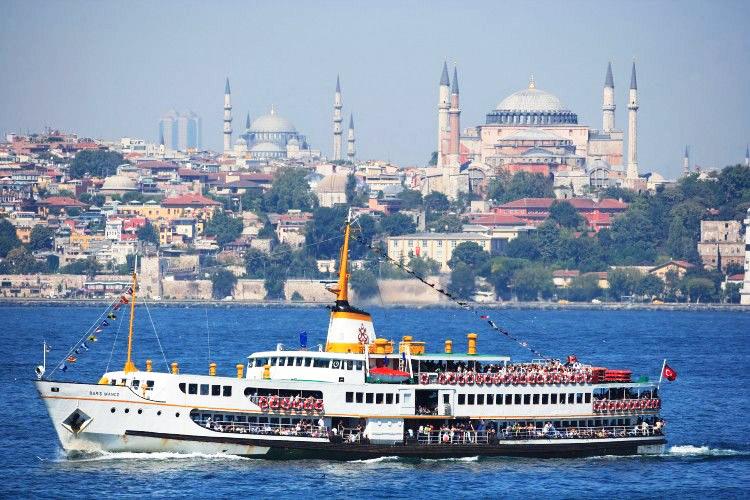 رزرو آنلاین گشت کشتی استانبول | تور کشتی استانبول همراه با شام و جشن