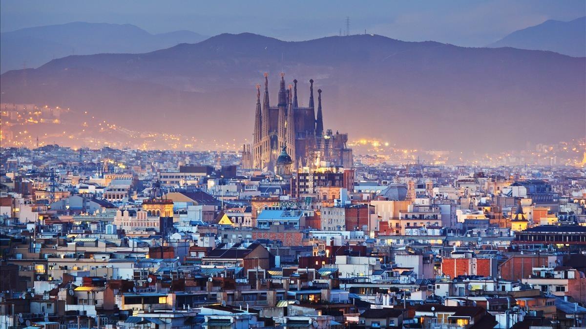 تور لیدر بارسلونا |رزرو آنلاین تور لیدر مسلط و حرفه ای بارسلونا با قیمت استثنائی