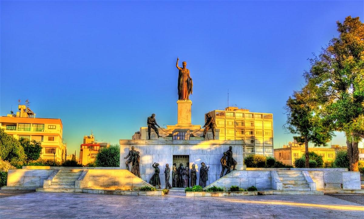 تور لیدر نیکوزیا و راهنمای فارسی زبان جهت گشت یا ترجمه و امور بازرگانی و دانشجویی