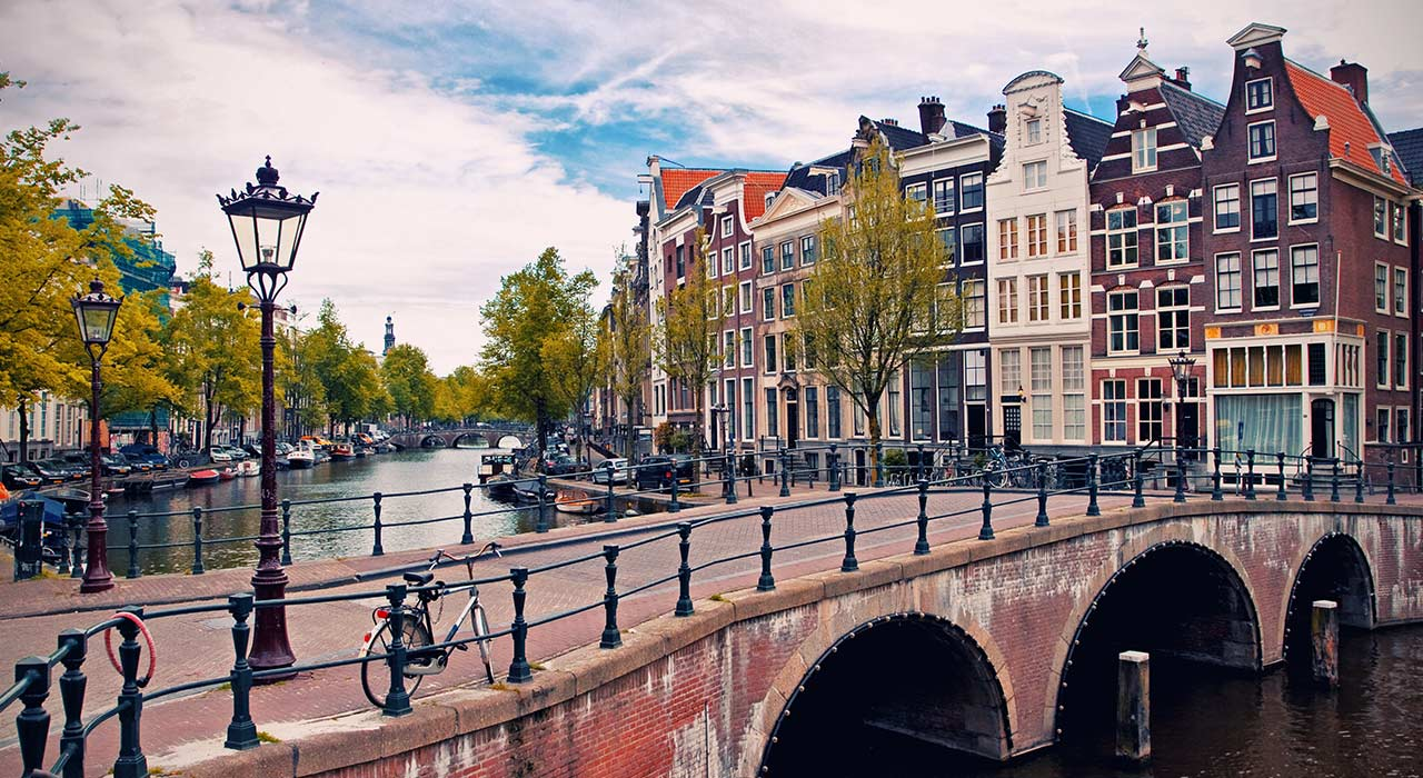 لیدر آمستردام  رزرو آنلاین تور لیدر آمستردام و مترجم و راهنمای محلی آمستردام با کمترین قیمت