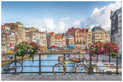 لیدر آمستردام |رزرو آنلاین تور لیدر آمستردام و مترجم و راهنمای محلی آمستردام با کمترین قیمت